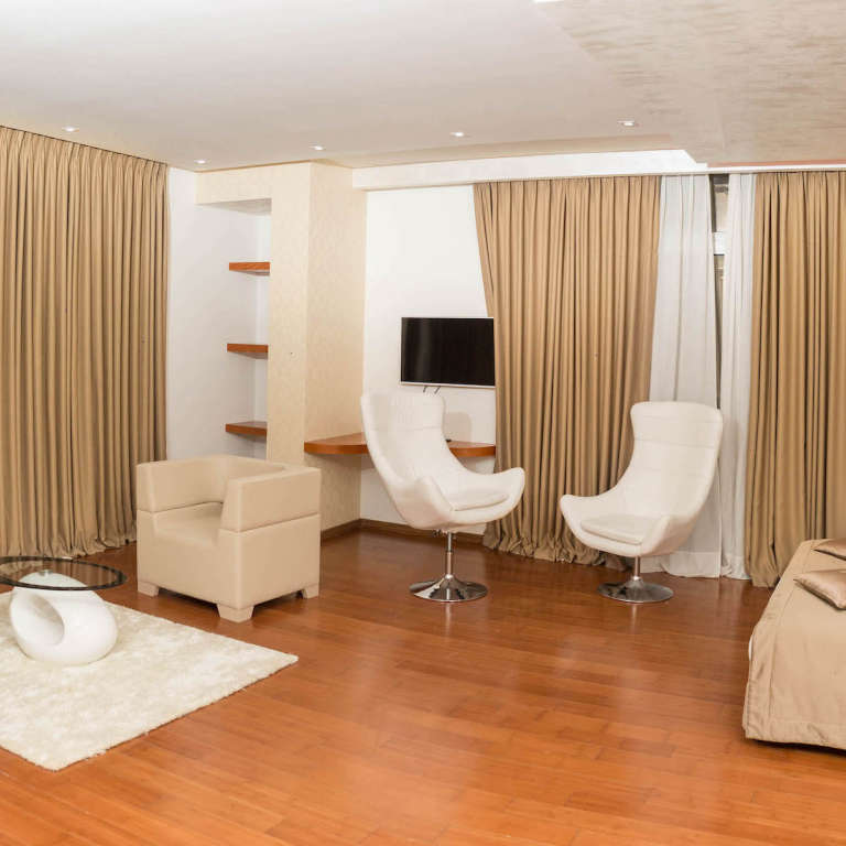 Suite for three persons