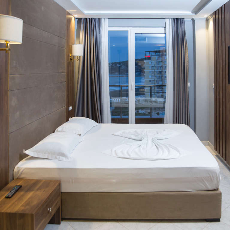 Four persons room (Double Bed / Twin Beds)